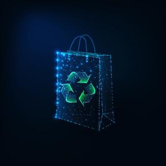 Concepto de compras ecológicas futurista con bolsa de compras de papel poligonal bajo brillante y signo de reciclaje.