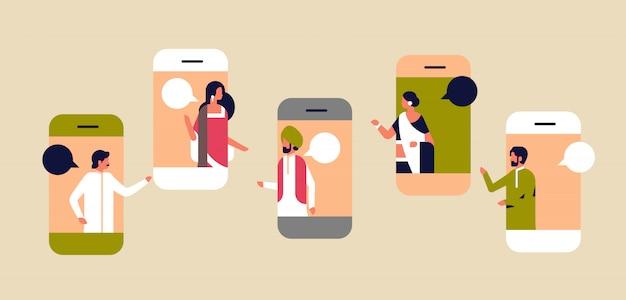 Concepto de comunicación de la aplicación móvil de la burbuja de chat de la pantalla del teléfono inteligente