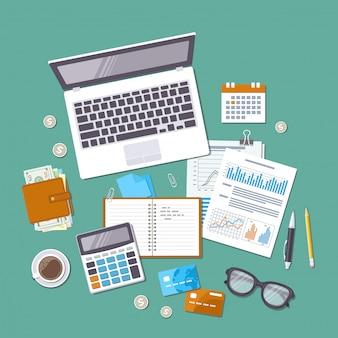 Concepto de contabilidad. día de impuestos. análisis financiero, pago de impuestos, día de pago, cálculo, estadísticas, investigación. formularios, tablas, gráficos, calendario, calculadora, billetera, dinero, tarjeta de crédito, monedas, vista superior de escritorio.