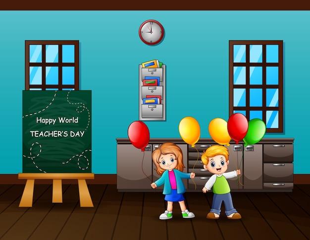 Concepto del día mundial de los docentes con niños sosteniendo globos