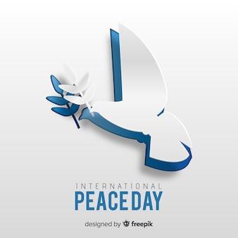 Concepto del día de paz con paloma de papel