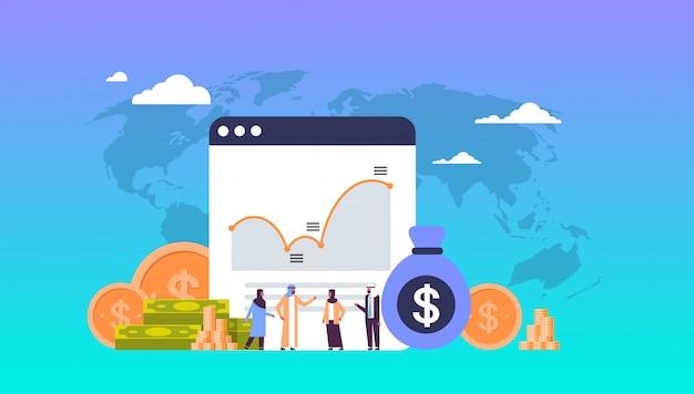 Concepto de dinero en línea con personas árabes