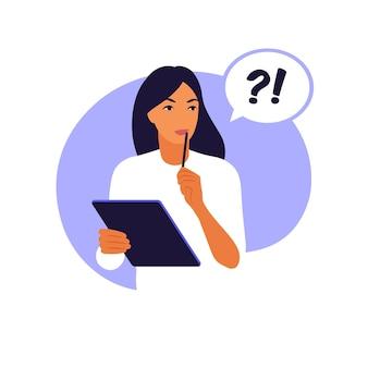 Concepto de encuesta de satisfacción del cliente. la mujer llena un formulario.