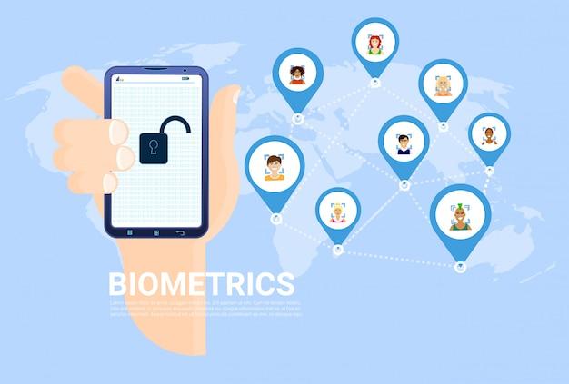 Concepto de escaneo biométrico sostenga el teléfono inteligente con la mano sobre un mapa del mundo con antecedentes de los usuarios reconocimiento facial