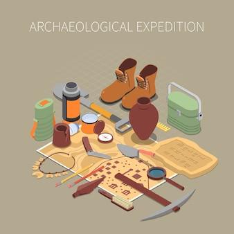 Concepto de expedición arqueológica con restos antiguos y símbolos de artefactos isométricos