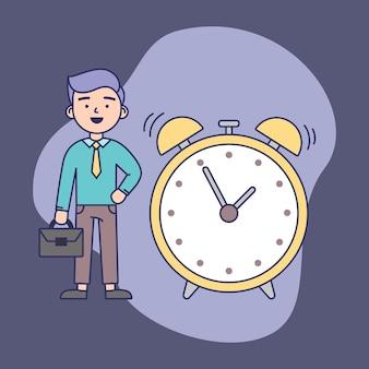 Concepto de gestión del tiempo. hombre de negocios confiado que se coloca cerca del despertador grande.