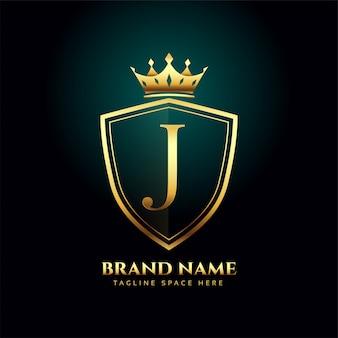 Concepto de logo de corona de monograma de letra j dorada