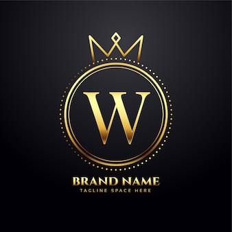 Concepto de logo dorado letra w con forma de corona