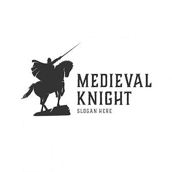 Concepto de logotipo de caballero medieval.