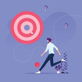Concepto de objetivo empresarial: el empresario patea piezas de gran objetivo para el éxito
