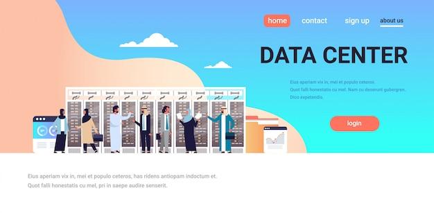 Concepto de página de aterrizaje con empresarios árabes
