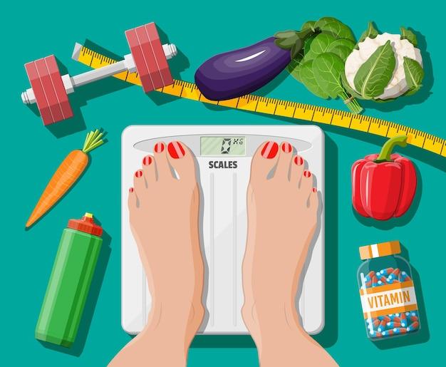 Concepto de pérdida de peso. iconos de comida y deporte saludables. actividad y estilo de vida de nutrición y fitness. pies de mujer en básculas de baño. verduras, vitamina, mancuerna, cinta métrica. vector de estilo plano
