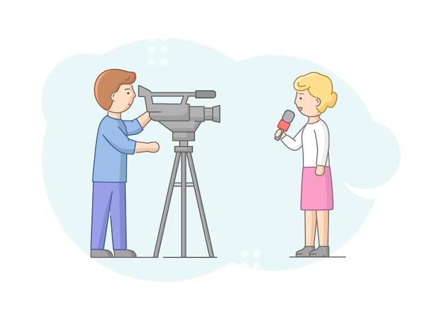 Concepto de reportaje y entrevista. reportero de mujer diciendo noticias de última hora a la cámara. presentador de noticias y camarógrafos o camarógrafo con cámara hace reportaje. ilustración de vector plano de contorno lineal.