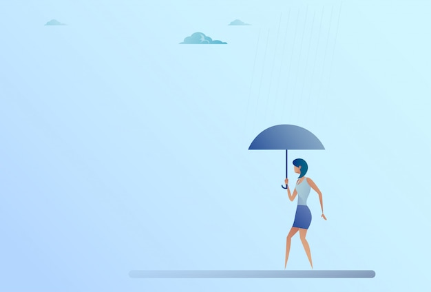 Concepto de la seguridad de la protección contra la lluvia del soporte de paraguas del control de la mujer de negocios
