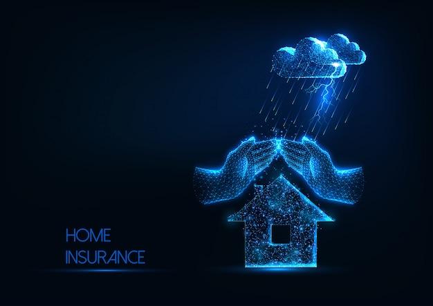 Concepto de seguro de hogar futurista con casa poligonal baja brillante, manos y nubes de tormenta