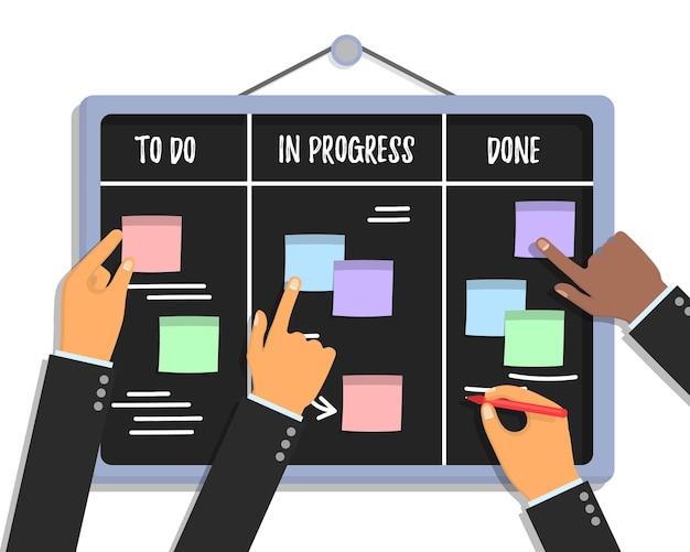Concepto de tablero de tareas scrum con manos humanas sosteniendo marcadores y papeles adhesivos de colores