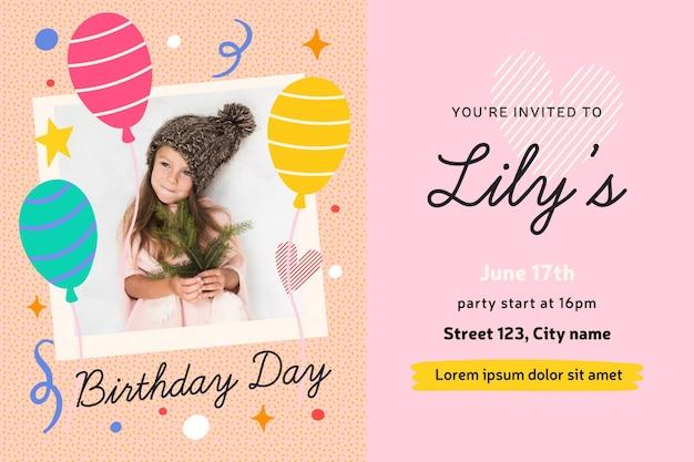 Concepto de tarjeta de invitación de cumpleaños de niña
