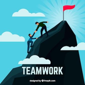 Concepto de trabajo en equipo con gente escalando montañas