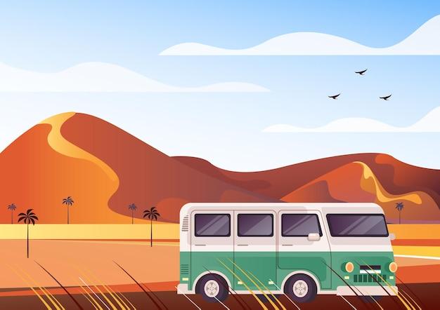 Concepto de turismo en minibús de safari por el desierto