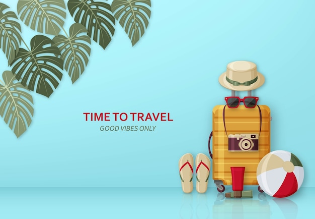 Concepto de viaje de verano con maleta, gafas de sol, sombrero, cámara y pelota de playa en el fondo con hojas de monstera.