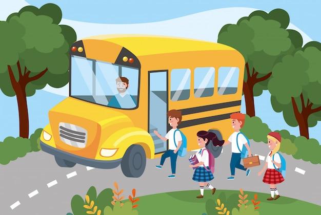 Conductor dentro del autobús escolar con niños y niñas estudiantes