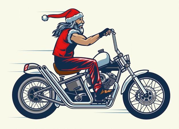 El conductor de la motocicleta monta la bicicleta chopper y se viste con el traje de santa claus