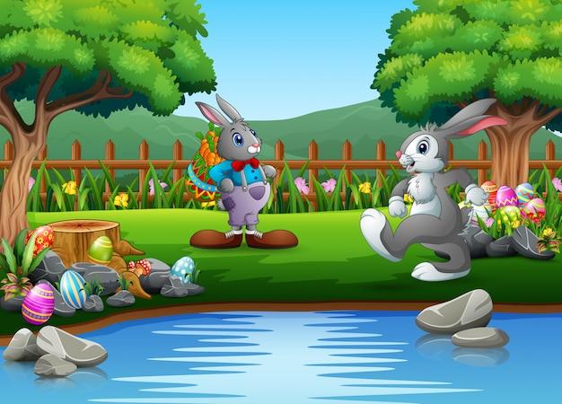 Conejo de pascua de dibujos animados jugando en el parque