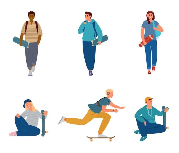 Conjunto de adolescentes con scateboards caminando, sosteniendo, montando.