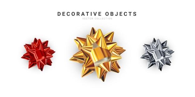 Conjunto de arcos brillantes realistas aislado sobre fondo blanco. lazos de regalo dorados, plateados y rojos.