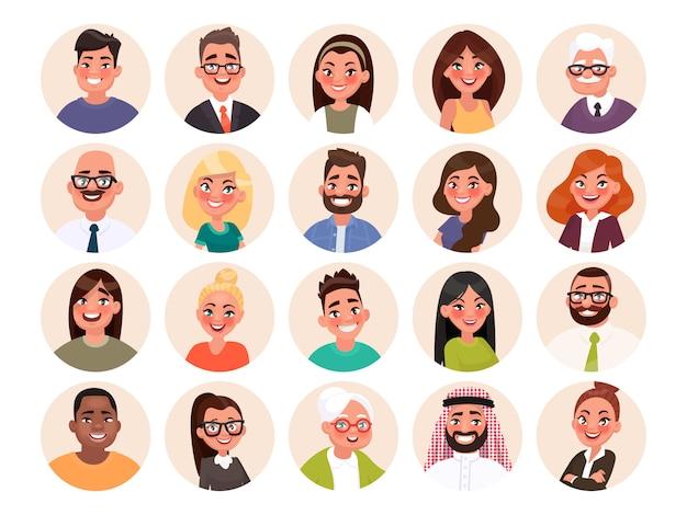 Conjunto de avatares de personas felices de diferentes razas y edades. retratos de hombres y mujeres.