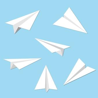 Conjunto de aviones de papel sobre fondo azul
