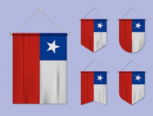 Conjunto de banderas colgantes chile con textura textil. formas de diversidad del país de bandera nacional. banderín de plantilla vertical