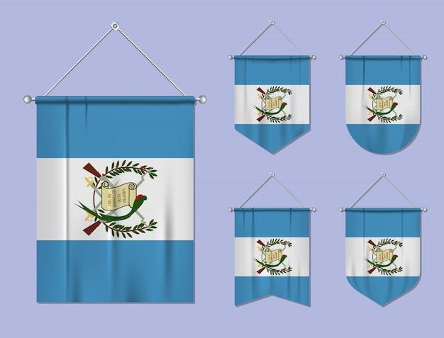 Conjunto de banderas colgantes guatemala con textura textil. formas de diversidad del país de bandera nacional. banderín de plantilla vertical