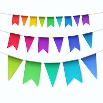 Conjunto de banderas de guirnaldas de empavesados multicolores sobre fondo blanco