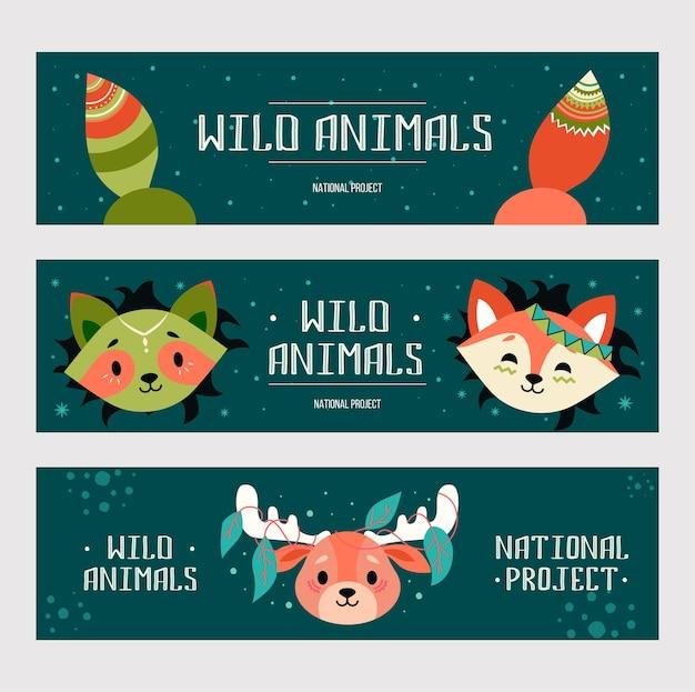 Conjunto de banners de animales salvajes. zorro de dibujos animados amigable, mapache, alce con decoraciones en estilo boho