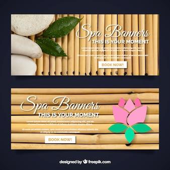 Conjunto de banners de centro de spa con velas y flores aromáticas
