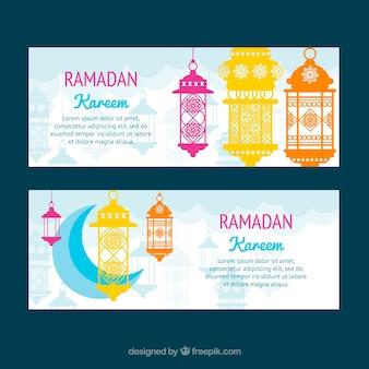 Conjunto de banners de ramadán con luna y lámparas