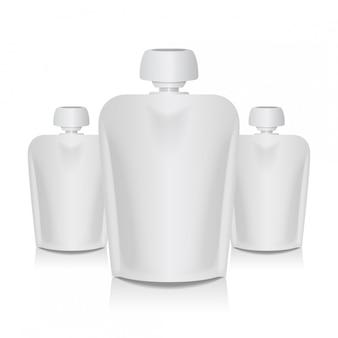 Conjunto de bolsa flexible en blanco con tapa grande para puré de bebé. plantilla de empaque de bolsa blanca de comida o bebida