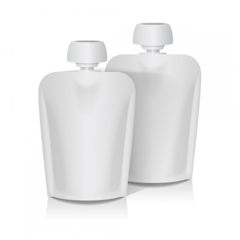 Conjunto de bolsa flexible en blanco con tapa grande para puré de bebé. plantilla de empaque de bolsa de comida o bebida