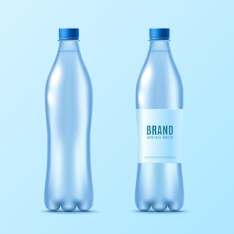 Conjunto de botella de agua con etiqueta realista aislado.