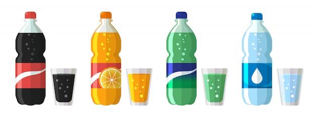Conjunto de botella de plástico de agua y refresco dulce con vasos.