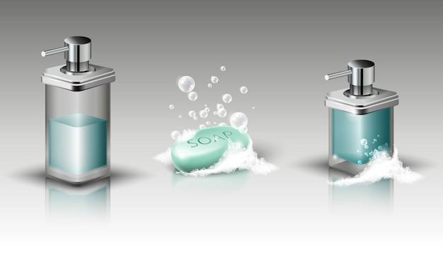 Conjunto de botellas de jabón líquido y barra de jabón con espuma y burbujas. ilustración aislada
