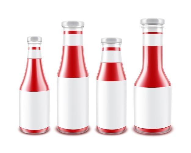 Conjunto de botellas de ketchup de tomate rojo brillante de vidrio en blanco de diferentes formas para la marca con etiquetas blancas aisladas sobre fondo blanco