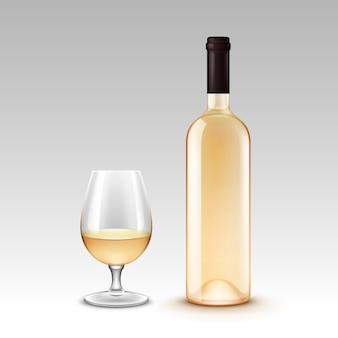 Conjunto de botellas de vino y copas en el fondo