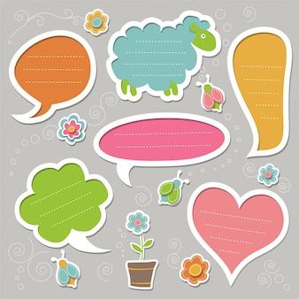 Conjunto de burbujas de discurso, decoradas con insectos y flores. lindos marcos.