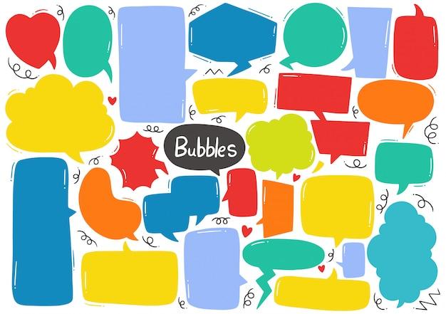 Conjunto de burbujas de discurso lindo en estilo doodle