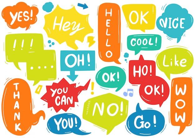 Conjunto de burbujas de discurso lindo con texto en estilo doodle