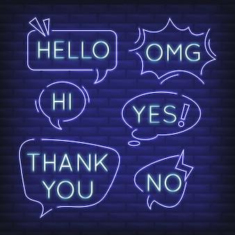 Conjunto de burbujas de discurso de neón con diferentes expresiones