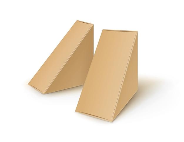 Conjunto de cajas de cartón marrón en blanco triangular para llevar embalaje para sándwich, comida, regalo, otros productos simulacros de cerca aisladas sobre fondo blanco