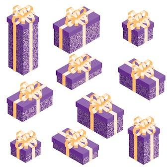 Conjunto de cajas de regalo isométricas con envoltura violeta y lazo dorado.